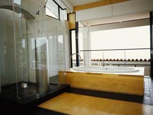 Maling ideer til et badeværelse med grå Countertop & Light Træværk