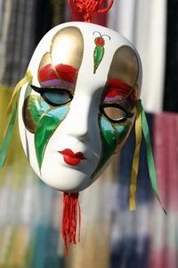 Hvordan man laver en dekorativ maske med gips