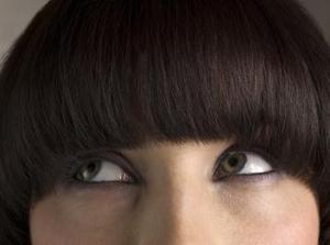 Korte emo haircuts for piger med frynser