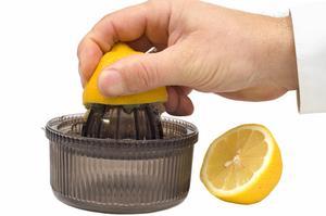 Sådan Juice en citron med Rind