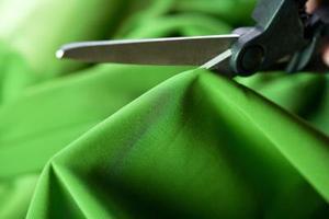Hvordan man laver en Cut-Off Shoulder Shirt