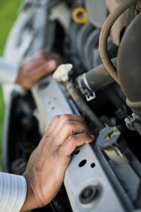 Hvordan du udskifter en Volvo 850 Radiator