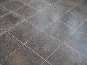 Sådan Skrub Floor Fliser