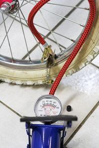 Sådan Fix en Broken Bike Pump Gauge