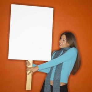 Hvordan man laver en plakat på pap