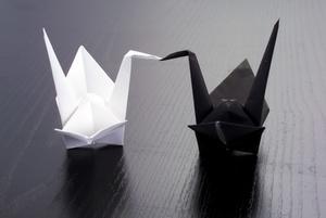 Hvordan laver Origami med bogstavet Paper