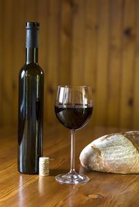 Hvordan man skriver en forretningsplan for en vin bar