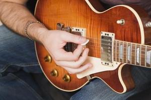 Tynd Guitar Picks vs. Tyk Guitar Picks