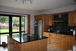 Hvordan at dukke op igen Køkken bordplader Brug maleri eller lak