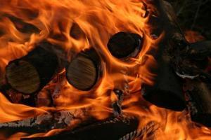 Hvordan man har en campfire med ingen røg
