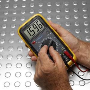 Hvordan skal tjekkes en A2N3771 Transistor for en kort
